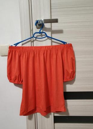 Красная замшевая блуза с открытыми плечами