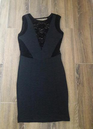 Сукня з мереживом і глибоким декольте на спині