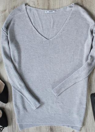 Серый свитер с вырезом pull&bear