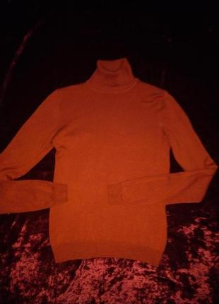 Приємний до тіла, шовковистий, гарного складу теракотовий светр-гольф38роз.