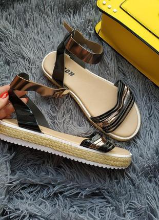 Новые черные металик босоножки сандалии