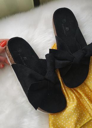 Новые черные стильные шлепанцы
