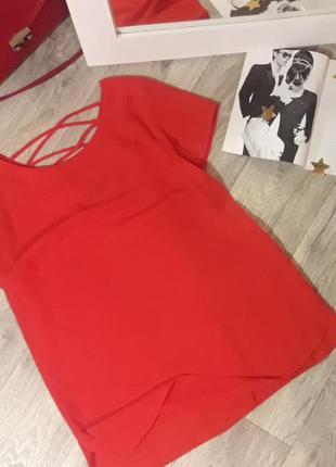 Красная блуза с красивой спинкой