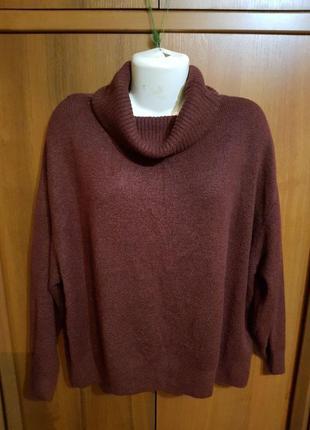 Мягкий теплый объемный  свитер с высоким воротом размер 52-56.
