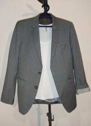 Однобортный мужской пиджак