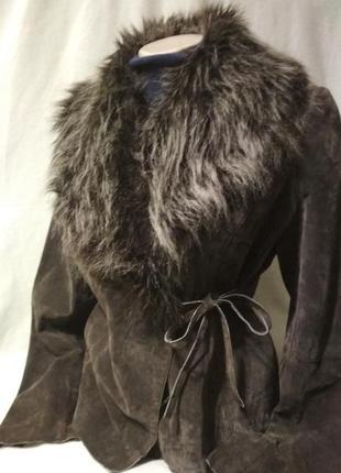 Замшевая куртка деми с мехов. воротником.