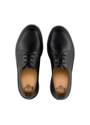 Черные кожаные туфли dr. martens