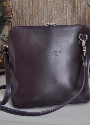 Кожаная сливовая сумка кроссбоди vera pelle / шкіряна сумка