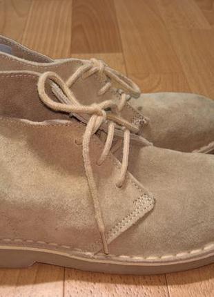 Замшевые ботинки-дезерты.