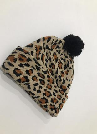 Краствая леопардовая шапка