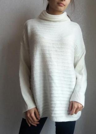 Тепоый оверсайз свитер молочного цвета