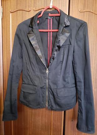 Стильная куртка- пижжак
