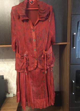 Шикарный костюм кирпичного цвета