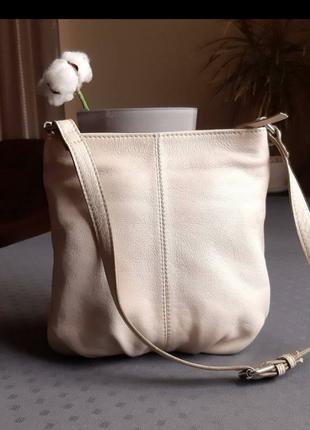 Кожаная бежевая красивая сумка фирмы  clarks