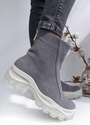 Замшевые ботинки2 фото