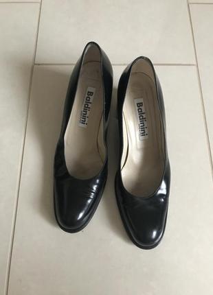 Туфли кожаные демисезонные дорогой бренд италии baldinini размер 36,5