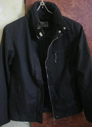 Черная куртка-ветровка. весна-осень.