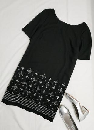 Роскошное коктейльное черное платье с вышивкой