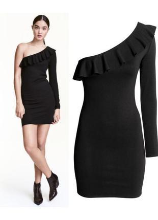 Платье на оно плечо