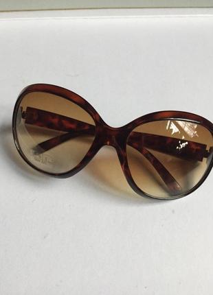 Коричневые очки большие . роговая оправа oggi