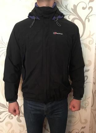 Чорна куртка вітровка дощовик штормовка мембрана berghaus