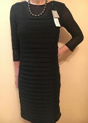 Нарядное комбинированное платье на подкладке.