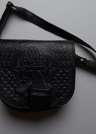 Маленька чорна сумка під шкіру через плече маленькая черная сумочка кроссбоди кросбоді
