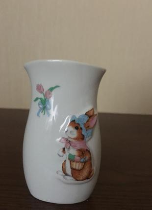 Декоративная ваза с пасхальным кроликом