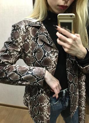 Куртка-пиджак под змеиную кожу