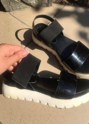 Чорные босоножки,сандали на ткакторной подошве,платформа ,танкетка