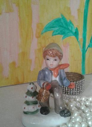 Статуэтка мальчик с елочкой, фарфор, европа