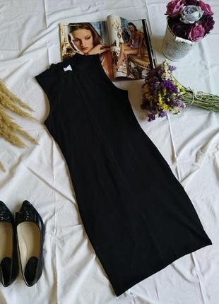 Базове  чорне платтячко в обтяжку