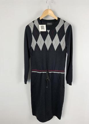 Очень качественное теплое повседневное трикотажное платье миди с ромбами yal new york