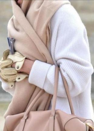 Нежный пудровый шарф платок