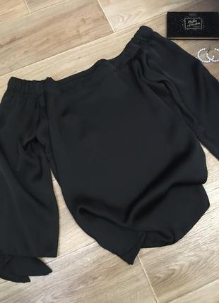 Нереальная шелковая блуза со спущенными плечами