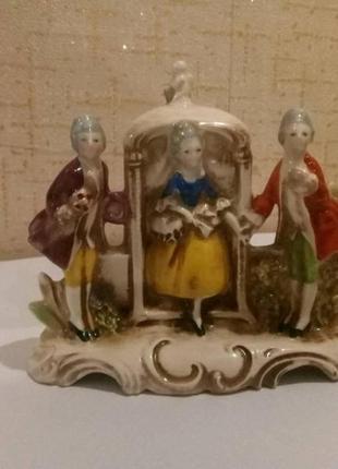 Статуэтка фарфоровая дама с кавалерами, германия