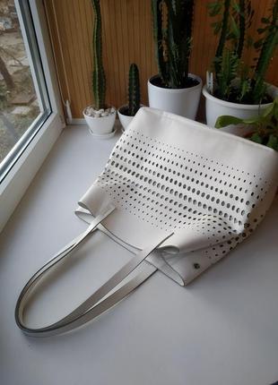 Белая летняя сумка