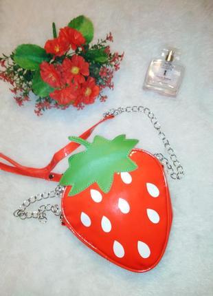 Яркая сумка клубничка для маленьких принцесс