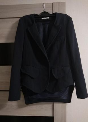 Стильный пиджак с удлиненной спинкой