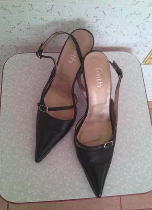 Кожанные туфли италия в идеальном состоянии.