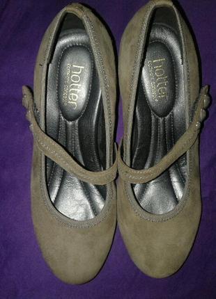 Туфли из натуральной замши на среднем каблуке.