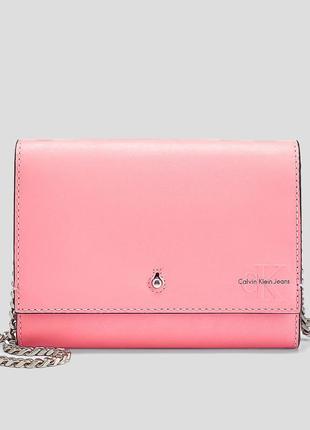 Женская розовая сумка через плечо calvin klein medium accordian