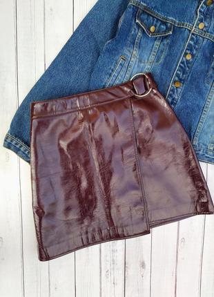 Лаковая юбка на запах