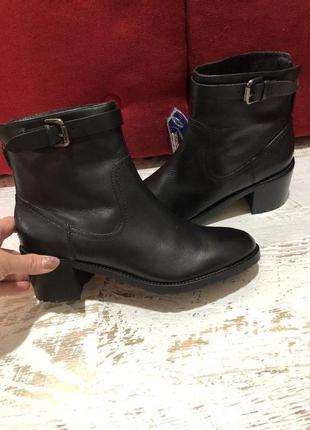 Новые натуральные фирменные ботинки 38р.
