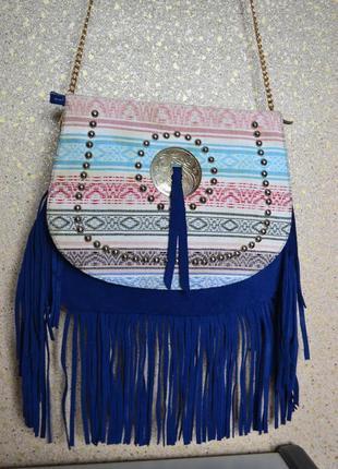 Красивая замшевая кожаная сумка с бахромой.