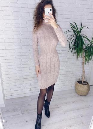 Вязаное платье резинка под горло по фигуре