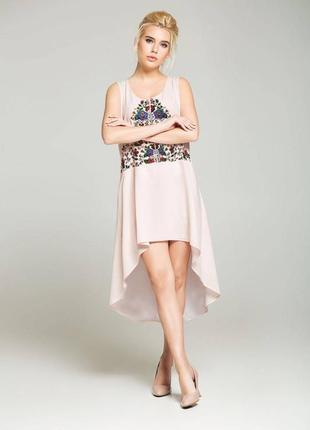Нежное розовое платье с цветочным орнаментом nenka
