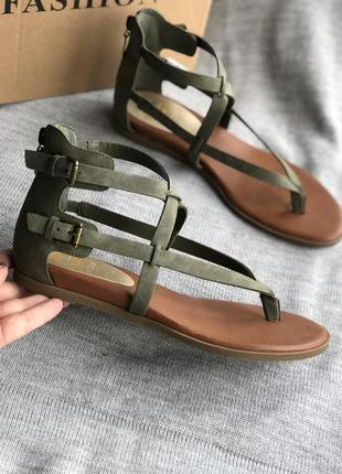 Гладиаторы, оливковые сандалии новые, босоножки бренд guess
