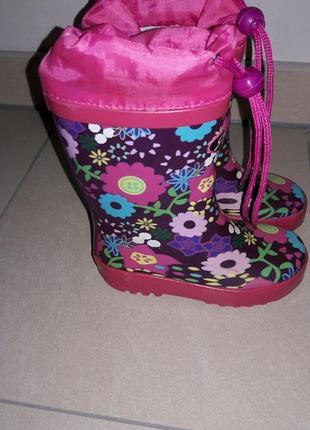 Резиновые сапоги для девочки 24 sneakers .