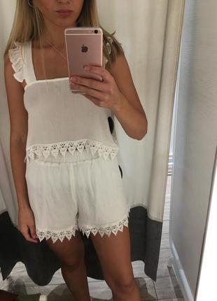 Красивый белоснежный кружевной костюм , летний набор , комплект топ+шорты